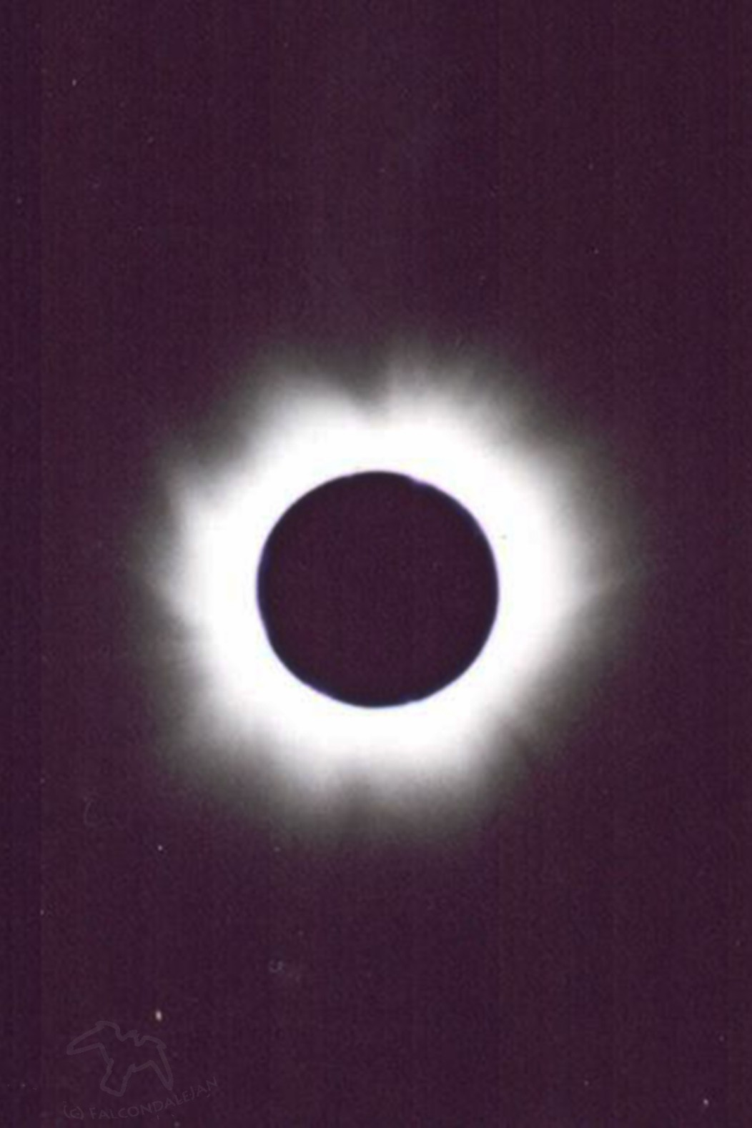 Image of 1999 total solar Eclipse, France. Plan to view the great American eclipse with photography tips - on Falcondale Life blog. Simple photography tips with no extra equipment and planning a trip to see the solar eclipse.