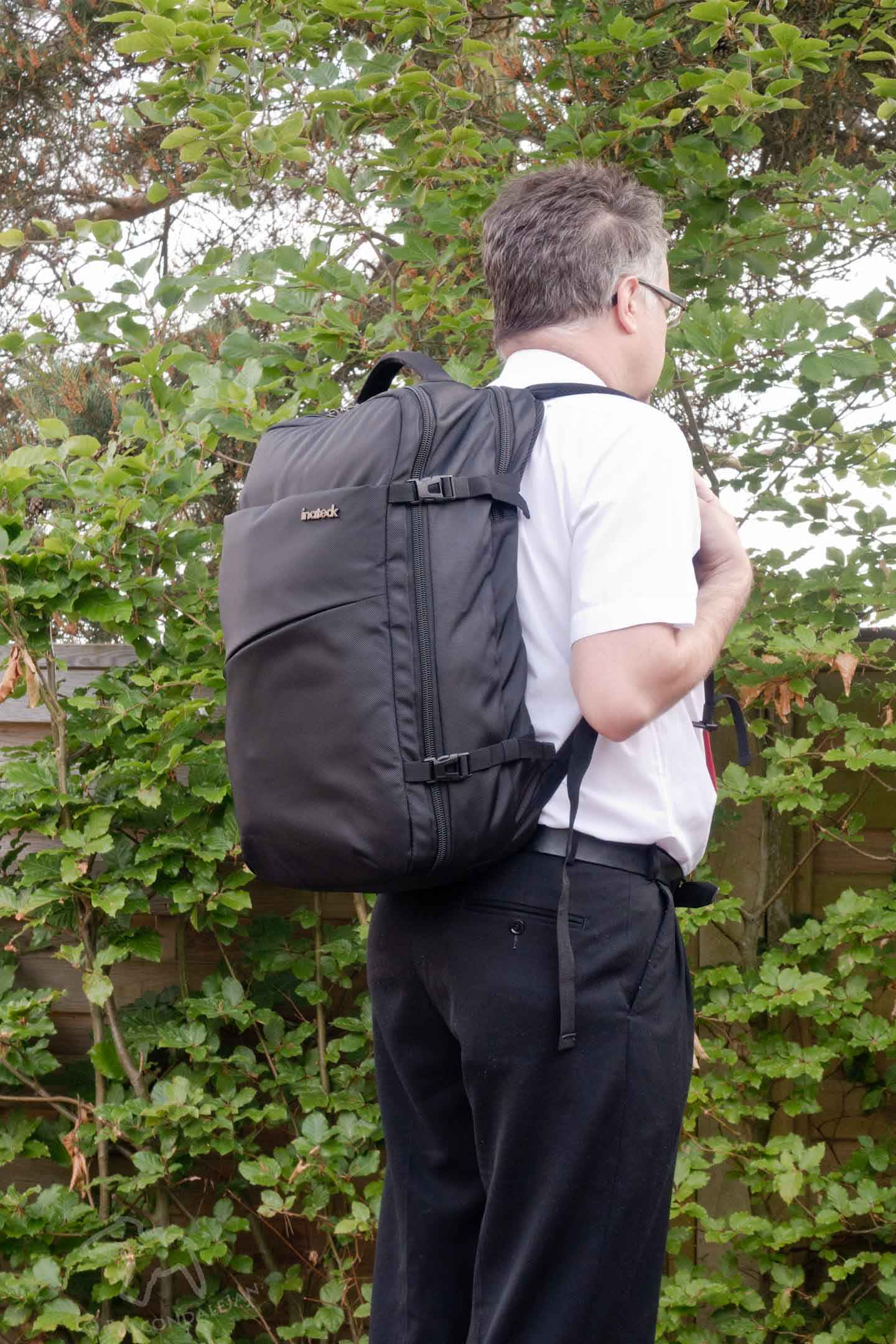 Safely carry your cameras, gadgets and lots more in these Inateck laptop bags. Review which is the best camera backpack, business and laptop bag and sleeve. Your camera and laptop bag problems solved with Inateck – Full 4-bag review on Falcondale Life blog. Image description: Falcondalejan with Inateck 30L business backpack