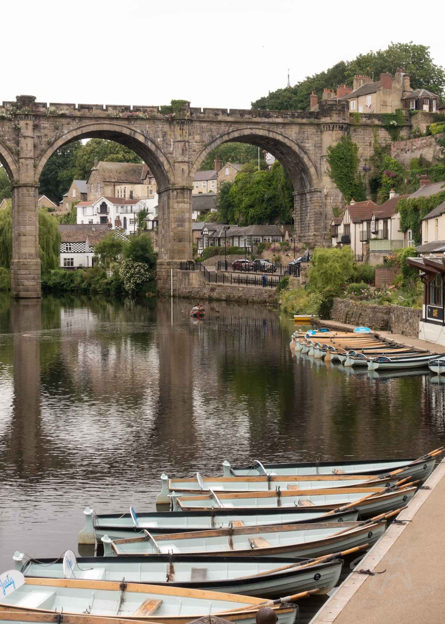 Visitor information for the river Nidd at Knaresborough Waterside in North Yorkshire. See the rowing boats and use these repeating pattern photo composition tips. Visit Knaresborough Waterside and try Repeating Pattern Photo Composition on Falcondale Life blog. Image description: Rowing boats and the viaduct at Knaresborough.