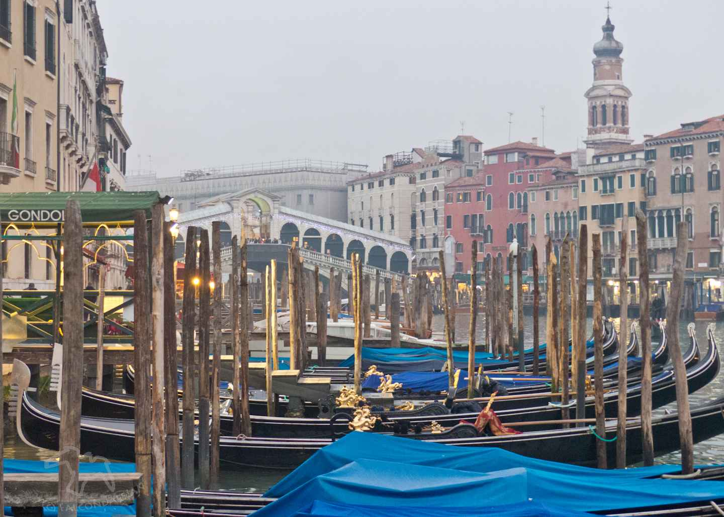 Can parents find romance in Venice with kids in tow or is it best to go without the children? Tips for Mums and Dads visiting the world's most romantic city. Plan a romantic trip to Venice with kids in tow on Falcondale Life blog. Image description: Venice gondolas and Rialto bridge in winter.