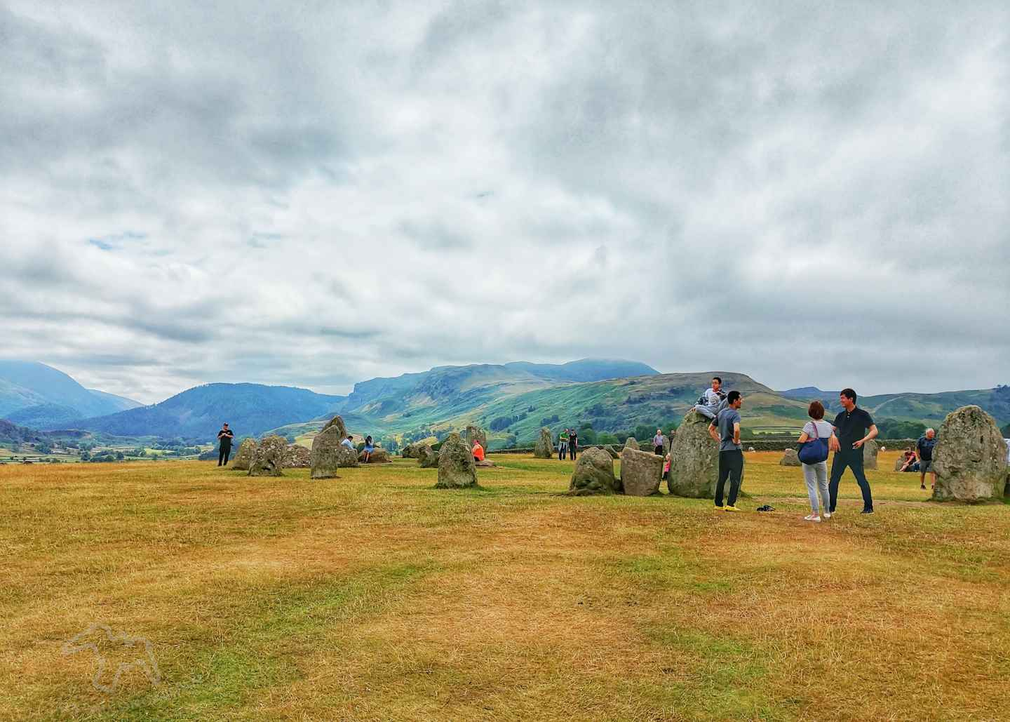 I only had my phone and 15 minutes, so how did I get some nice photos of Castlerigg Stone Circle in the Lake District? Photography tips and visitor info. Taking photos at Castlerigg Stone Circle in the Lake District on Falcondale Life blog. Image description: wide shot of Castlerigg Stone Circle.