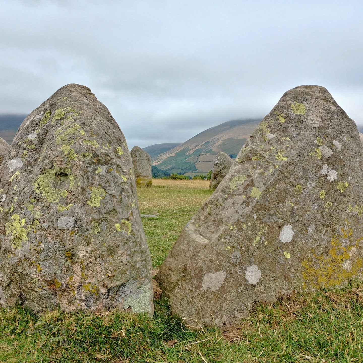 I only had my phone and 15 minutes, so how did I get some nice photos of Castlerigg Stone Circle in the Lake District? Photography tips and visitor info. Taking photos at Castlerigg Stone Circle in the Lake District on Falcondale Life blog. Image description: Stones at Castlerigg.